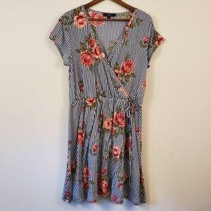 🌵Vibe striped dress with Rose's v-neck size 2x